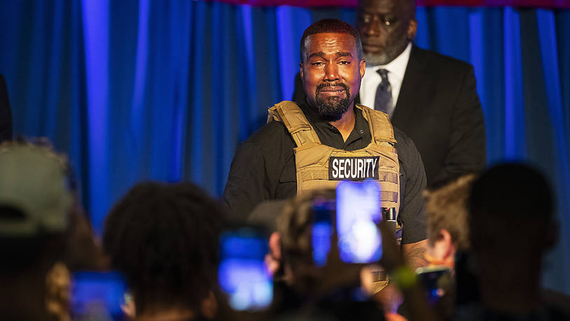 US-Rapper Kanye West tritt bei der ersten Veranstaltung seit Bekanntgabe seiner Präsidentschaftskandidatur auf. Foto: Lauren Petracca Ipetracca/The Post And Courier via AP /dpa